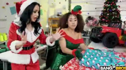 BANGBROS - Crystal Rush,Kira Perez - Bad Elves Get Laid